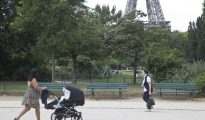 Imagen del Campo de Marte, muy cera del lugar donde la joven francesa fue violada. Al fondo, la Torre Eiffel.