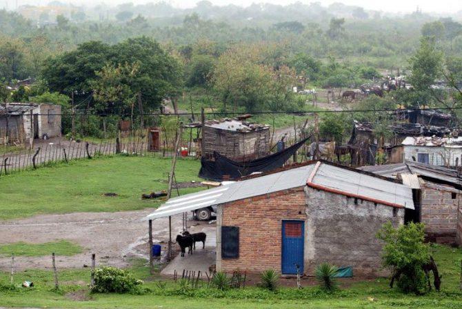 Vista de una pequeña villa de la ciudad de Tucumán, Argentina