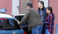 La mujer, de 36 años, tras salir de los juzgados de Ponferrada después de comparecer ante el juez