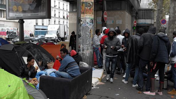 Uno de los campamentos improvisados que han surgido en las calles de París.