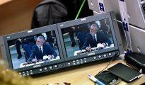 Imagen del monitor de la sala de prensa de la Audiencia Nacional en San Fernando de Henares del presunto cabecilla de la trama Gürtel, Francisco Correa, durante su declaración en el macrojuicio.