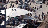 Vehículos en la frontera de El Tarajal, que separa Ceuta de Marruecos.