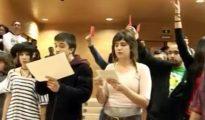 Escrache a Rosa Díez con la presencia del líder de Podemos, Pablo Iglesias.
