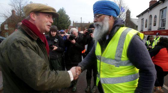 Nigel Farage, a la izquierda.