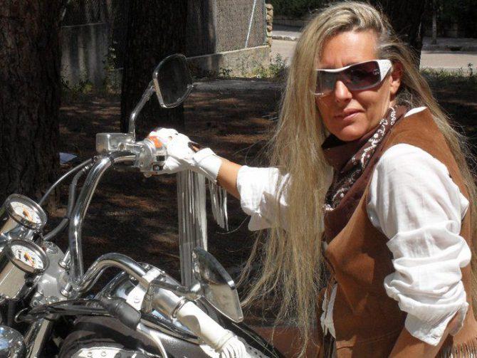 María del Carmen Hormigos tenía una moto en la que desplazaba por el pueblo.