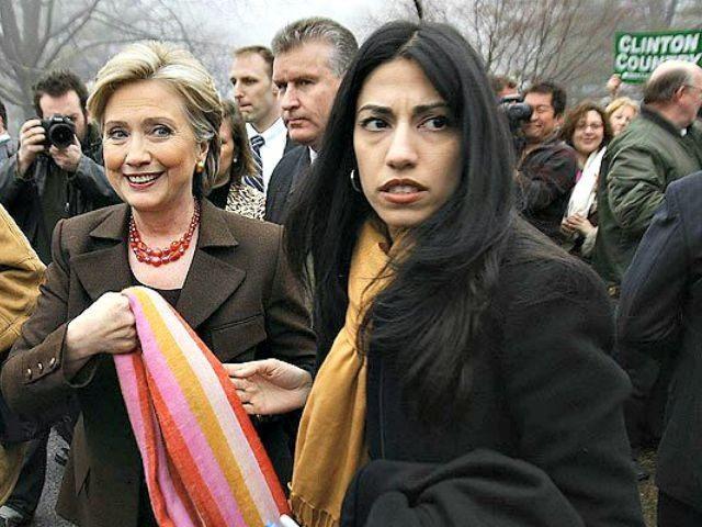 Hillary Clinton y Huma Abedin.