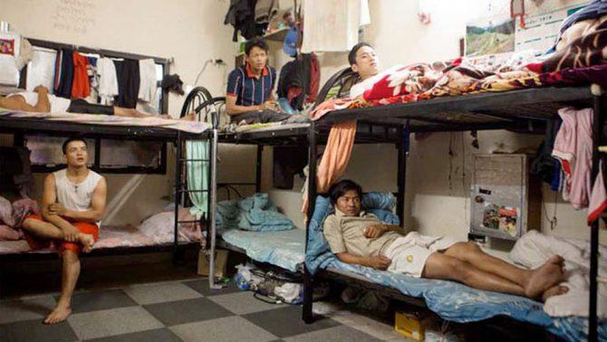 Inmigrantes asiáticos viviendo actualmente en situación de semiesclavitud en Qatar.