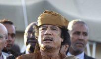 Foto de archivo de abril de 2011 del ex líder libio Muamar Khadafi.