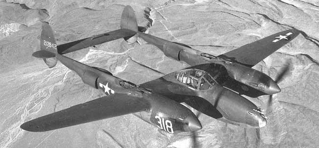 Lockheed P-38 Lightning en vuelo. -