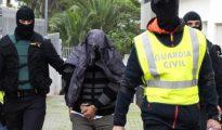 A.E.M. (c), iman marroquí de la mezquita Masllid al Fath de Ibiza, tras ser detenido por agentes de la Guardia Civil.