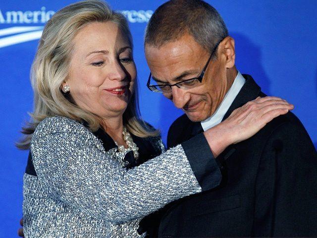 Hillary Clinton y John Podesta.