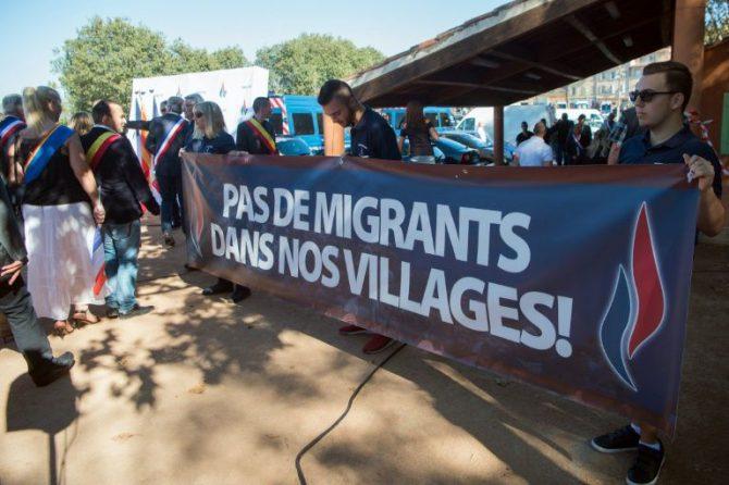 Simpatizantes del Frente Nacional se manifiestan en Pierrefeu-du-Var (Francia), el 10 de octubre de 2016