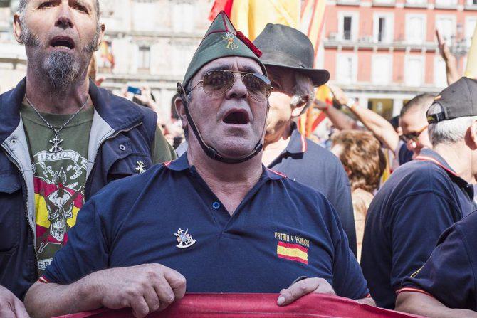 Miembros de la Hermandad de Antiguos Caballeros Legionarios protestan frente al Ayuntamiento de Madrid contra la alcaldesa por pretender quitarle a una calle el nombre de Millás Astray, fundador de La Legión.