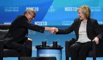 John Podesta y Hillary Clinton.