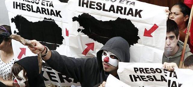 Un grupo de proetarras en una manifestación.