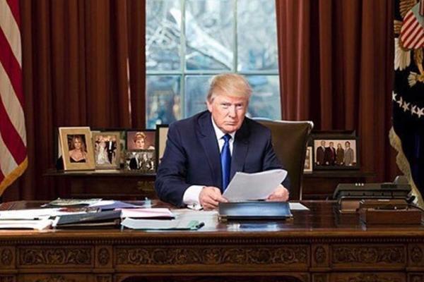 Resultado de imagen para presidente donald trump en la oficina oval