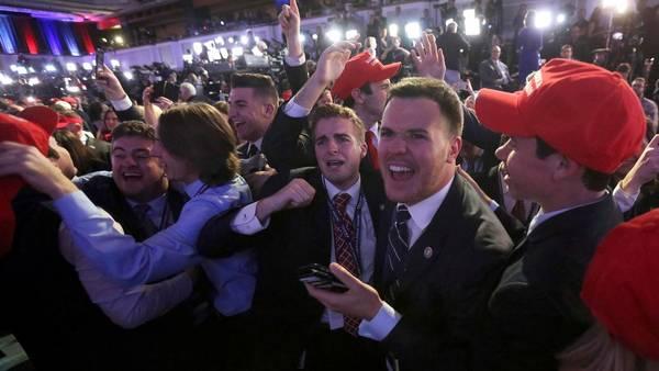 Seguidores de Donald Trump festejan el avance del candidat republicano, en Nueva York.
