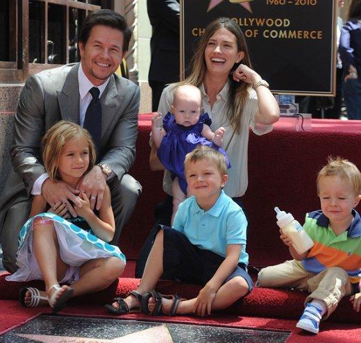El Actor Mark Wahlberg Un Cat 243 Lico Comprometido En El
