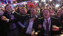 Seguidores de Trump celebrando la victoria.