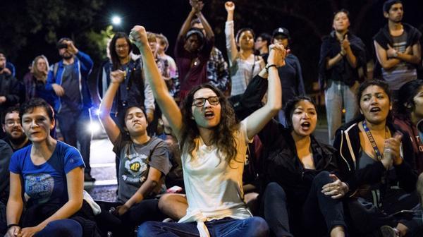 Manifestantes contra Trump tras conocerse su victoria electoral en EEUU.