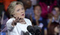 La candidata presidencial demócrata Hillary Clinton durante un acto de su campaña electoral en el Reverend Samuel Delevoe Memorial Park de Lauderdale, Florida