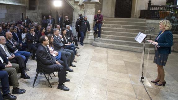 La consellera Bravo (dcha.), en el acto sobre la memoria histórica.