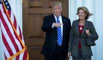 Trump y Betsy DeVos, su secretaria de Educación