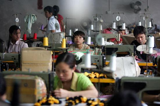 Niños tailandeses son explotados laboralmente.