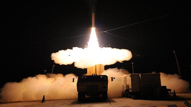 Las Fuerzas Armadas de EE.UU. realizan una prueba de su sistema de defensa de misiles en Hawái. 28 de junio de 2010.