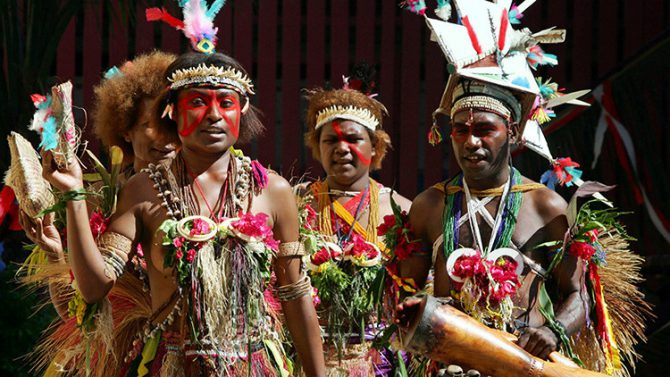 Danzas tradicionales de la provincia del Norte de Papúa Nueva Guinea.