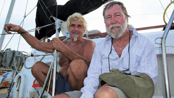 Jürgen a bordo del The Rockall, con un amigo. El Estado Islámico en Filipinas pide 10 millones de dólares por su libertad