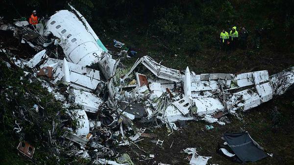 Zona de desastre: el avión de LAMIA quedó destruido al precipitarse sobre el cerro Gordo, en La Unión