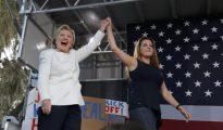 Clinton con Alicia Machado, ayer en Florida
