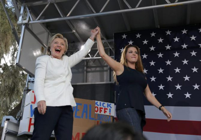 Clinton con Alicia Machado, ayer en Florida