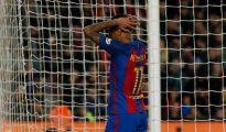 Neymar se lamenta tras fallar una ocasión