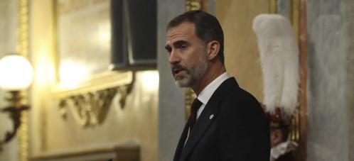 El Rey Felipe VI durante su discurso hoy en el Congreso de los Diputados, donde ha presidido la solemne ceremonia de apertura de las Cortes en la XII Legislatura