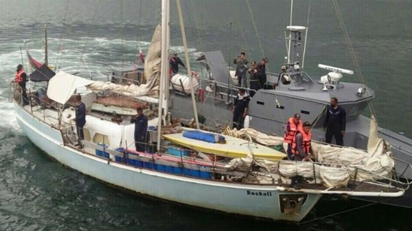 The Rockall, inspeccionado por la policía de Filipinas. En su interior hallaron el cuerpo sin vida de Sabine Merz. Tenía varios disparos en su cabeza