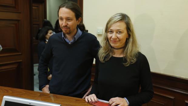 Victoria Rosell, en una imagen de archivo, junto a Pablo Iglesias.