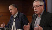 Los secretarios generales de UGT, Pepe Álvarez (i) y de CC.OO., Ignacio Fernández Toxo (d)