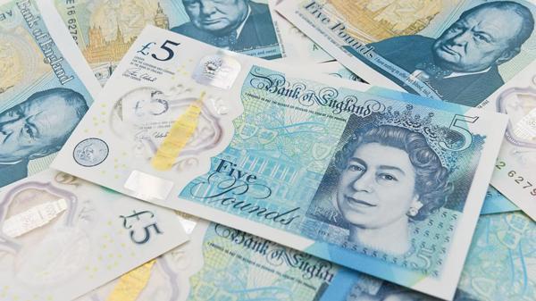 El nuevo billete de 5 libras ya está en circulación
