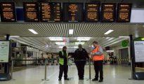 Los trabajadores bloqueron los ingresos a los ferrocarriles