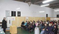 Un momento de la charla, que llenó el local parroquial de la calle Fonte do Galo.