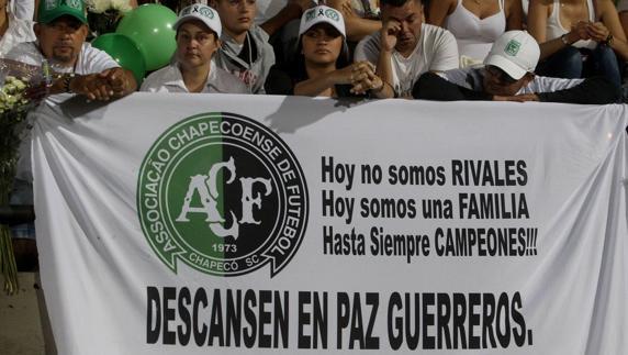 Homenaje a los jugadores del Chapecoense fallecidos en un accidente de avión.