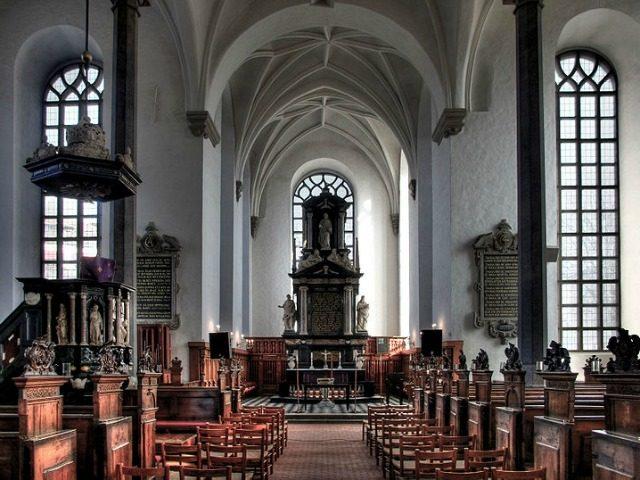 Interior de la iglesia de la Santísima Trinidad.