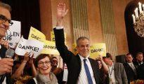 El candidato 'verde' Alexander Van der Bellen celebra su victoria electoral en Austria.