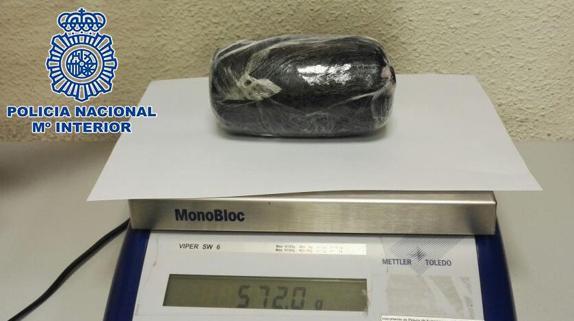 Uno de los envoltorios que tras ser examinado con el reactivo narcotest dio positivo a la cocaína.