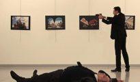 Mevlut Mert Altintas, tras asesinar al embajador de Rusia en Turquía, Andrei Karlov.