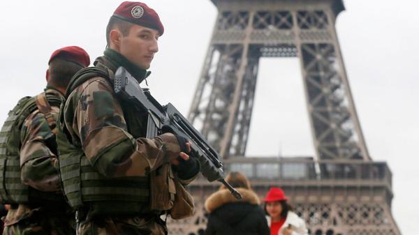 El gobierno de Francia movilizará a más de 96.000 policías y militares para la noche de Año Nuevo
