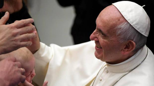 El papa Francisco, durante su reunión para felicitar la Navidad a los empleados del Vaticano