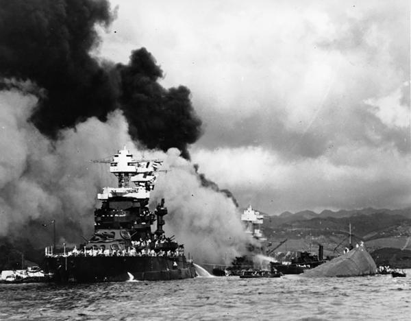 El acorazado West Virginia fue hundido por el ataque japonés y luego reflotado. Volvió a navegar.